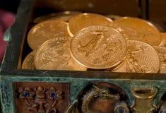 Inzameling van één ons gouden muntstukken Stock Afbeeldingen