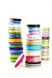 Stapels van helder gekleurd lint Royalty-vrije Stock Foto's