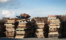 Stapels van houten pallets Stock Foto's