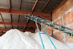 Stapels van zout in een opslag Stock Foto