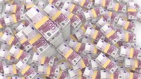 Stapels willekeurige 500 euro rekeningen met drie zeer reusachtige stapels Royalty-vrije Stock Foto's