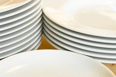 Stapels witte dinerplaten Royalty-vrije Stock Afbeelding