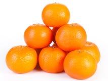Staplad hel orange som isoleras Arkivbild