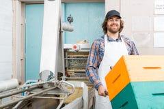 Staplad honungskaka för Beekeeper Holding Trolley Of Arkivfoton