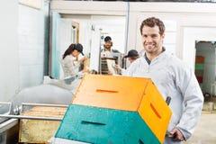 Staplad honungskaka för Beekeeper Holding Trolley Of Fotografering för Bildbyråer