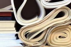 Staplad kontorslegitimationshandlingar arkivbild