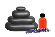 Staplad svart som kliver stenar, nödvändig olja och lavendel blommar Royaltyfria Bilder