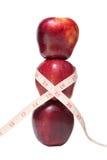 Staplade äpplen med en måttband Royaltyfria Foton