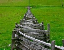 Staplade Delad-Stång staket i Virginia royaltyfri bild