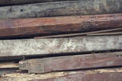 Staplade gamla wood poler Arkivbilder
