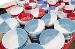 Staplade keramiska bunkar & rånar till salu keramiska produkter Royaltyfri Bild