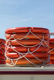 staplade lifebelts Arkivfoto