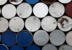 Staplade olje- behållare Arkivfoton
