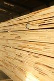 Staplade paletter av konstruktionsbråte Royaltyfria Foton
