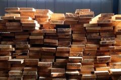 Staplade paletter av konstruktionsbråte Fotografering för Bildbyråer