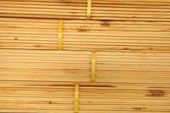 Staplade paletter av konstruktionsbråte Arkivbild