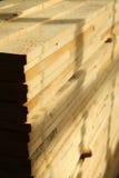 Staplade paletter av konstruktionsbråte Royaltyfri Bild