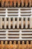 Staplade rostiga järn- element arkivbild