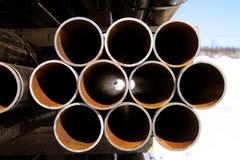 Staplade stålrør Arkivfoto