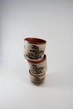 staplade teacups vertikalt Royaltyfria Bilder