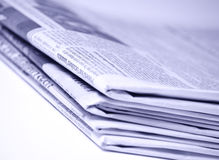 staplade tidningar royaltyfria bilder