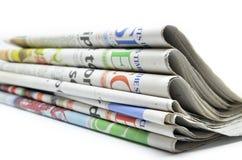 Staplade tidningar vikta och Arkivbild