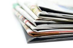 Staplade tidningar vikta och Royaltyfria Bilder