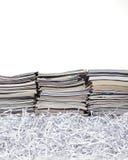 Staplade tidskrifter och strimlat papper Royaltyfria Foton