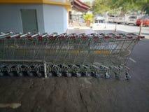 Staplade tomma shoppingvagnar Arkivbilder