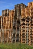 Staplade träpaletter Royaltyfri Fotografi