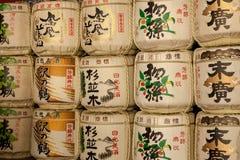 Staplade trummor av skull i Nikko Japan Arkivfoton