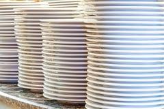 Staplar av clean utensils Arkivbild