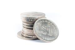 Staplat av gamla Malaysia mynt på vit bakgrund Arkivfoton