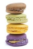 Staplat Macaron Macarons färgrikt Arkivfoton