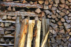 staplat trä arkivbild