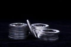Staplat upp silvermynt Royaltyfri Foto
