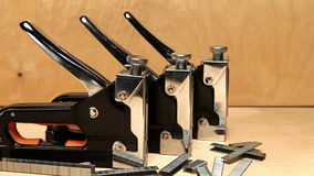 Staplers χειρωνακτικός μηχανικός - για την εργασία επισκευής στο σπίτι και για τα έπιπλα, και υποστηρίγματα φιλμ μικρού μήκους