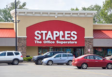 Staples armazena e logotipo Fotos de Stock Royalty Free