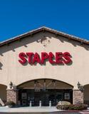 Staples-Bürozubehör-Speicher-Vertikalen-Bild Lizenzfreie Stockfotografie