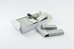Staples empilha isolado em um fundo branco Fotografia de Stock