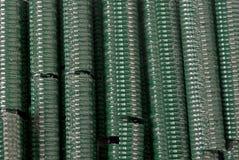 Staples für Drahtzaun Stockbild