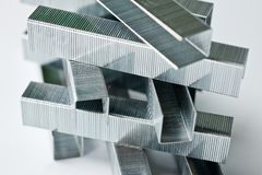 Staples ha fatto di metallo per le cucitrici meccaniche della famiglia Immagini Stock