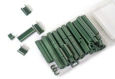 Staples per il recinto di filo metallico Fotografia Stock