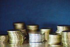 Staples von Euromünzen Stockfotos