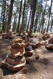 Staplungsfelsen im Wald Stockfoto