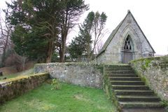 Stappen aan de oude kerkbouw Stock Foto's