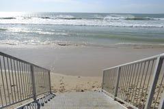 Stappen aan het strand royalty-vrije stock afbeeldingen