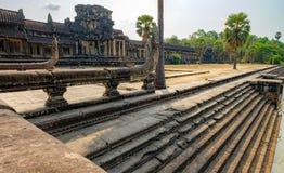 Stappen in de vijver naast Angkor Wat, Kambodja Stock Foto