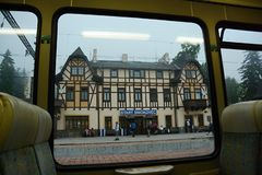 Starà ½ Smokovec, järnvägsstation i den höga Tatrasen royaltyfri foto