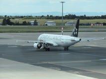 Star Alliance Airbus A320 en la pista Imagenes de archivo